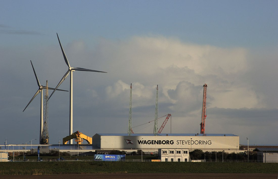 Wagenborg. Eemshaven, turbines and building yard. Photo: Eelco Bruinsma 28-10-2012.
