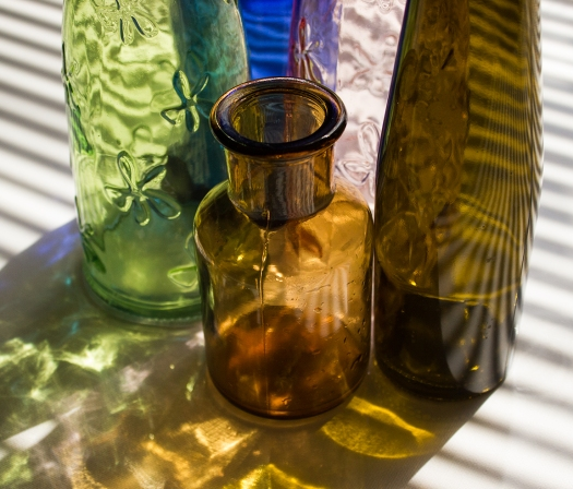 Colored bottles, cleaned, and drying in the morning sun. Photo, foto: Eelco Bruinsma (NL)