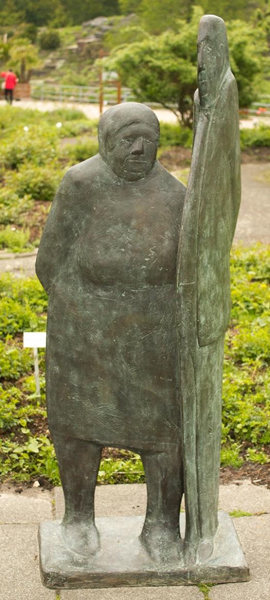 """Hortus Haren (NL), bronze sculpture """"Onderweg"""" by Guus Hellegers (foto Eelco Bruinsma)"""
