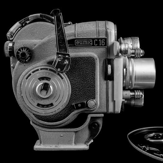 photo of an Eumig 16 mm film camera