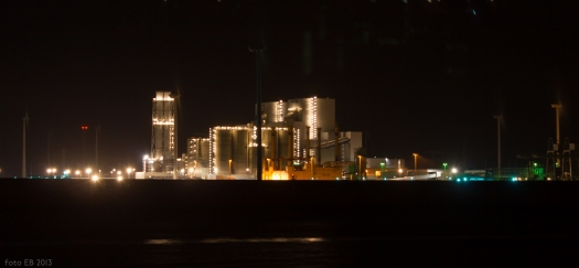 Distant industrial installation. Long exposure. Eemshaven (NL), photo by Eelco Bruinsma