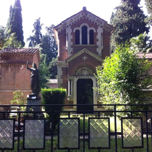 Cimitero Monumentale del Verano, Rome. Example of eclectic tomb architecture I. Photo: Eelco Bruinsma 2014.