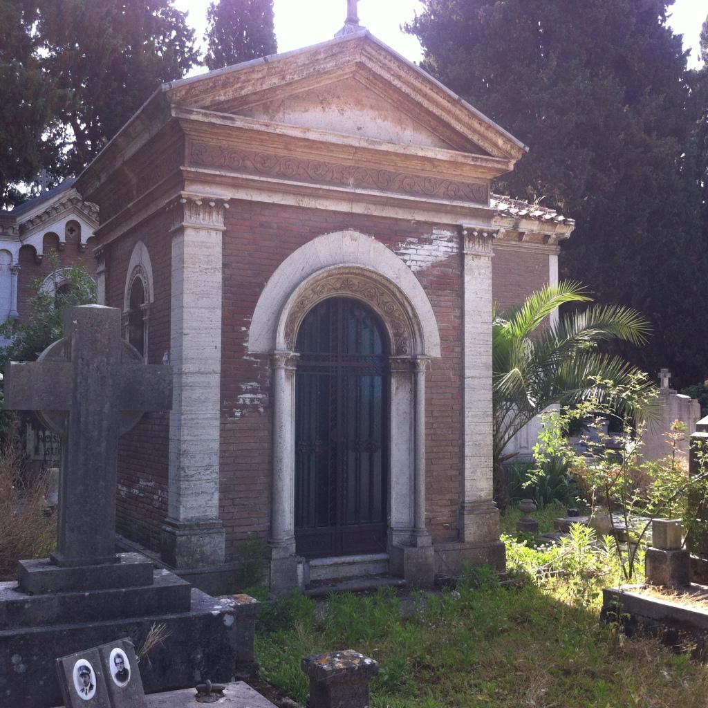 Cimitero Monumentale del Verano, Rome. Example of eclectic tomb architecture II. Photo: Eelco Bruinsma 2014.