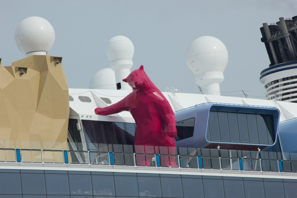 Cruise ship with low-poly bear